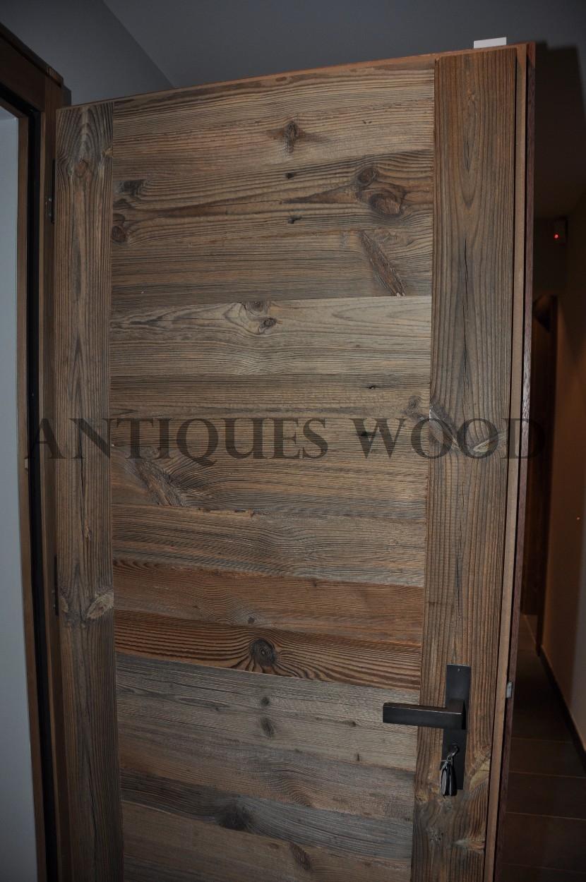 que les portes neuves fabriques en vieux bois selon les plans munis par le client les portes sont fournies avec le cadre le seuil et les ferrures - Porte De Chalet En Bois